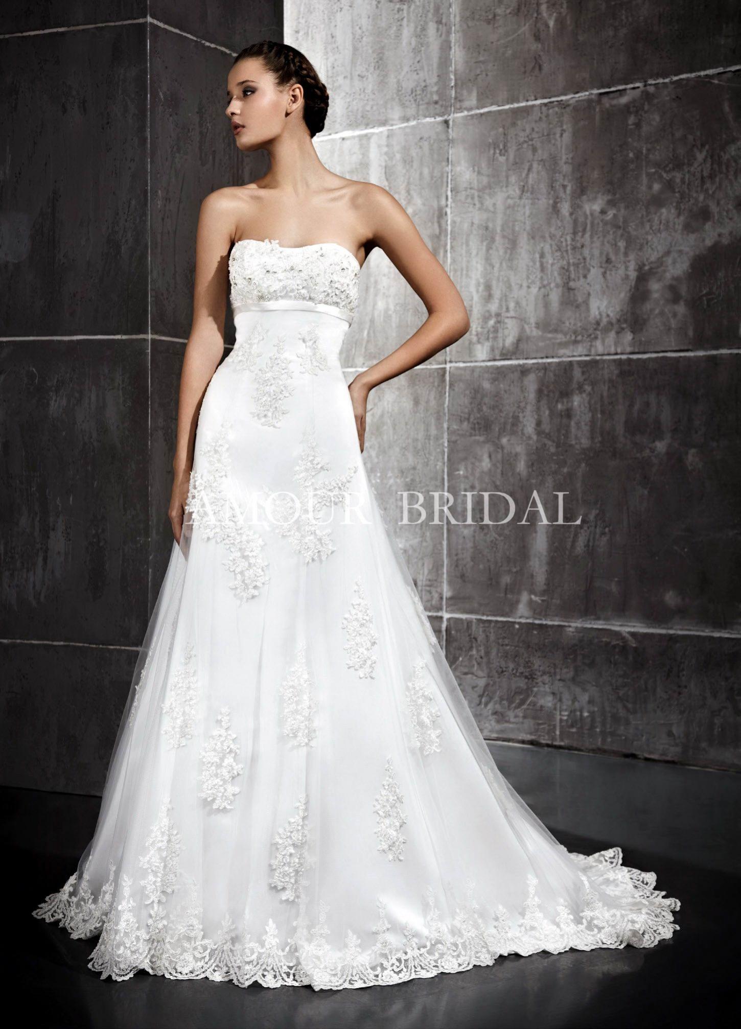 Если Вам необходимо купить свадебное платье в Уфе, платья на новый год, свадебные шляпки, то наш свадебный салон предложит самый большой