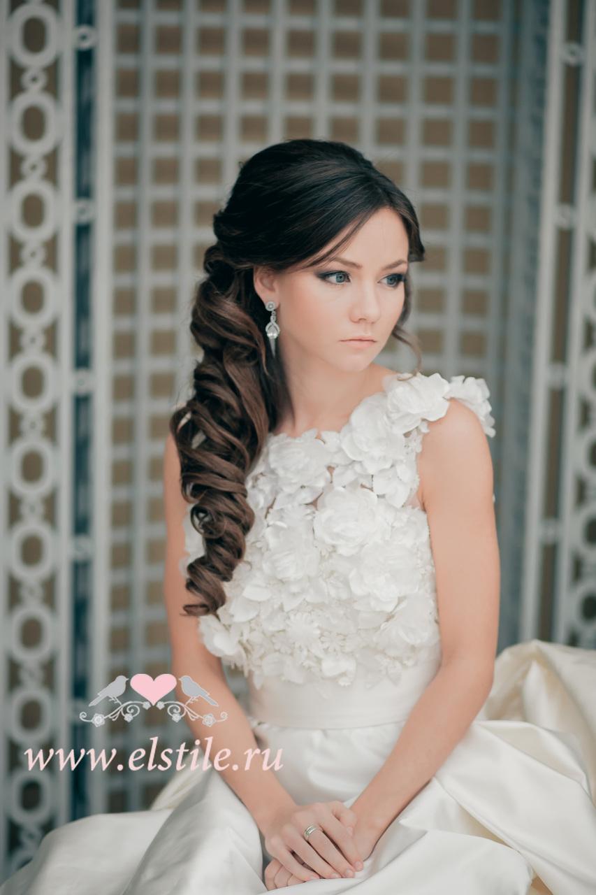 Прическа на длинные волосы на свадьбу без челки