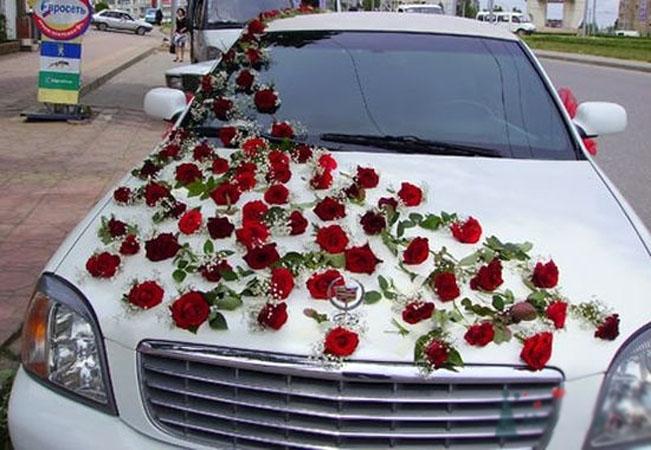 Так уж повелось, что на свадьбу принято украшать машины различными