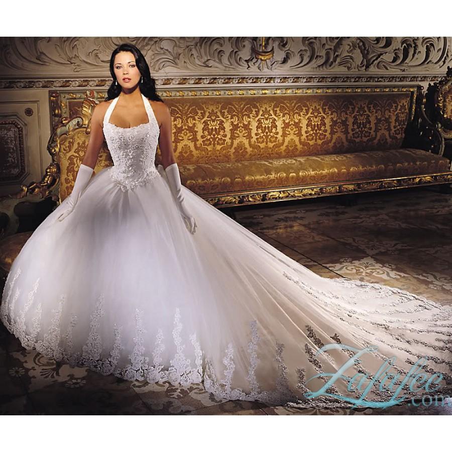 В Москве можно приобрести свадебные платья. дешевые и дорогие свадебные платье пышное