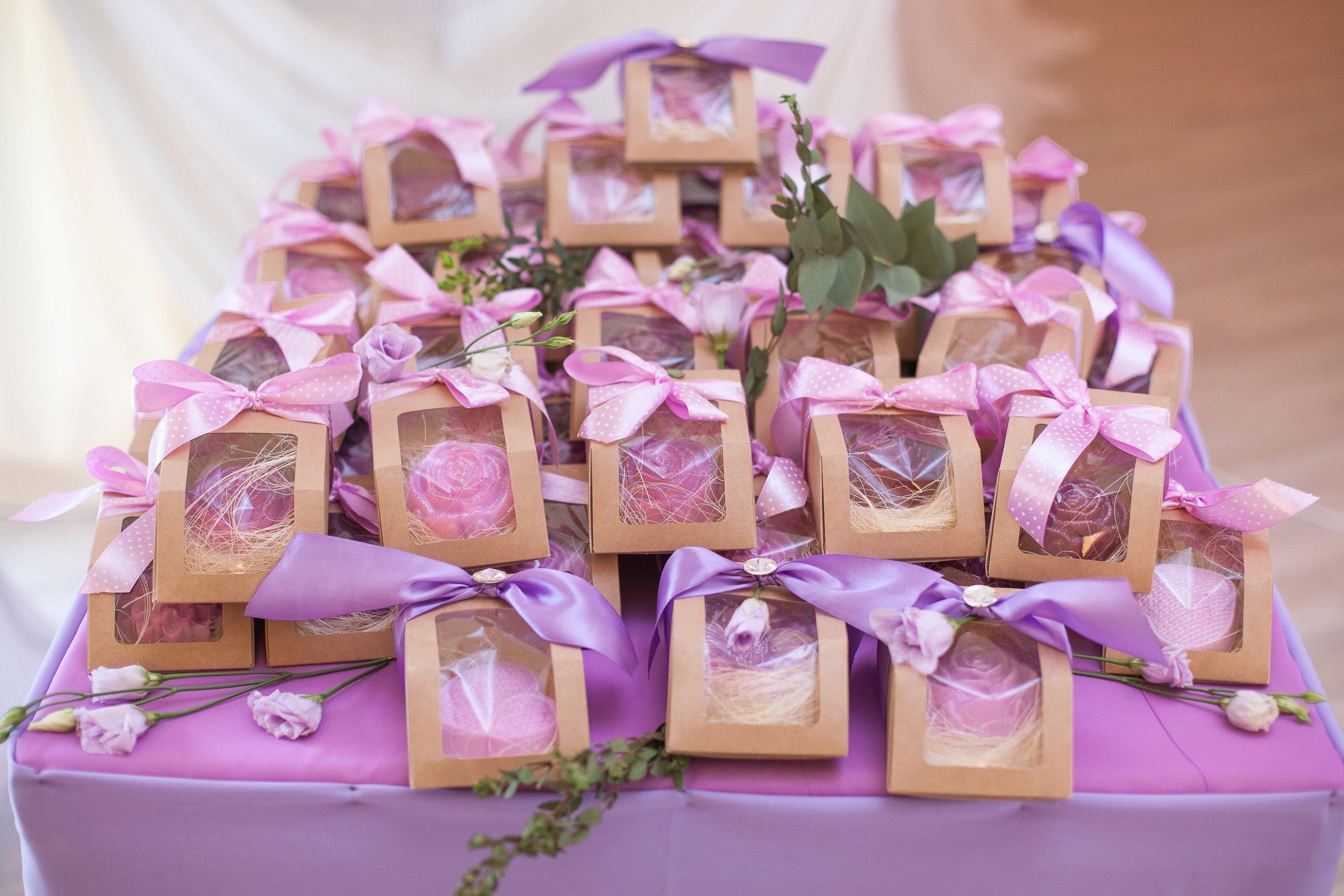 Идеи маленьких подарков для гостей на юбилее Подарки гостям