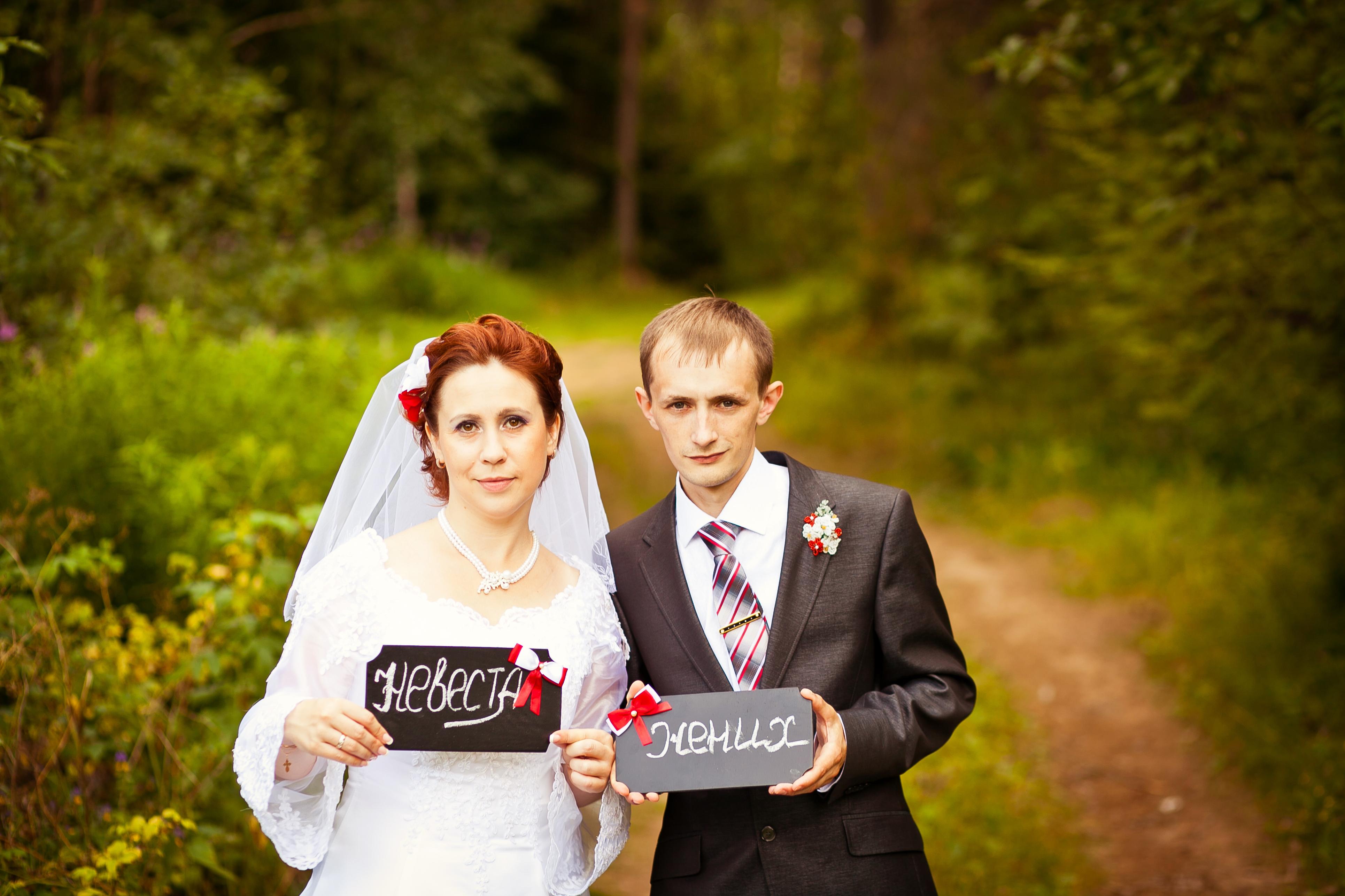 Фото с меловыми досками на свадьбе
