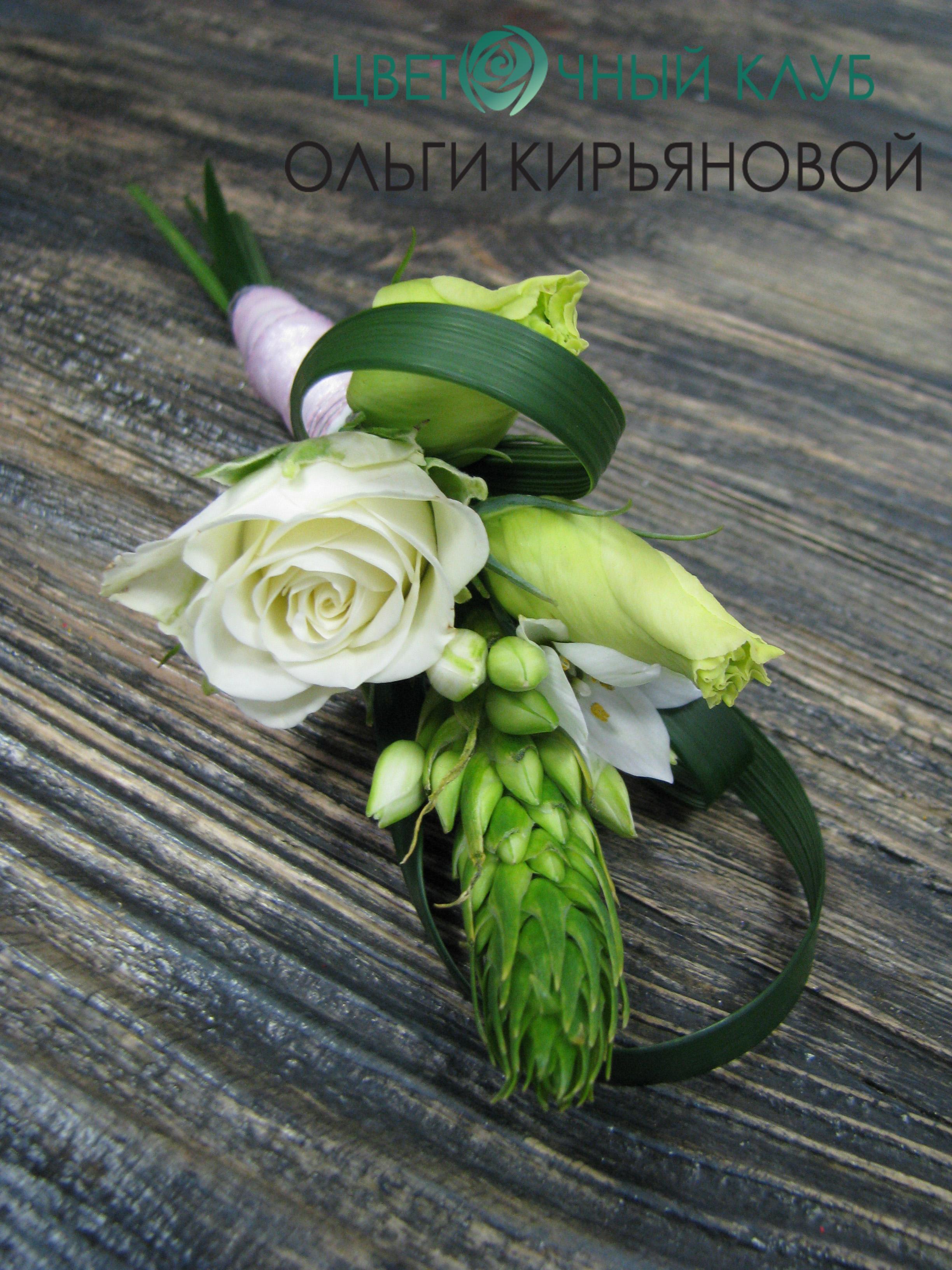 Бутоньерки из живых цветов на руку фото