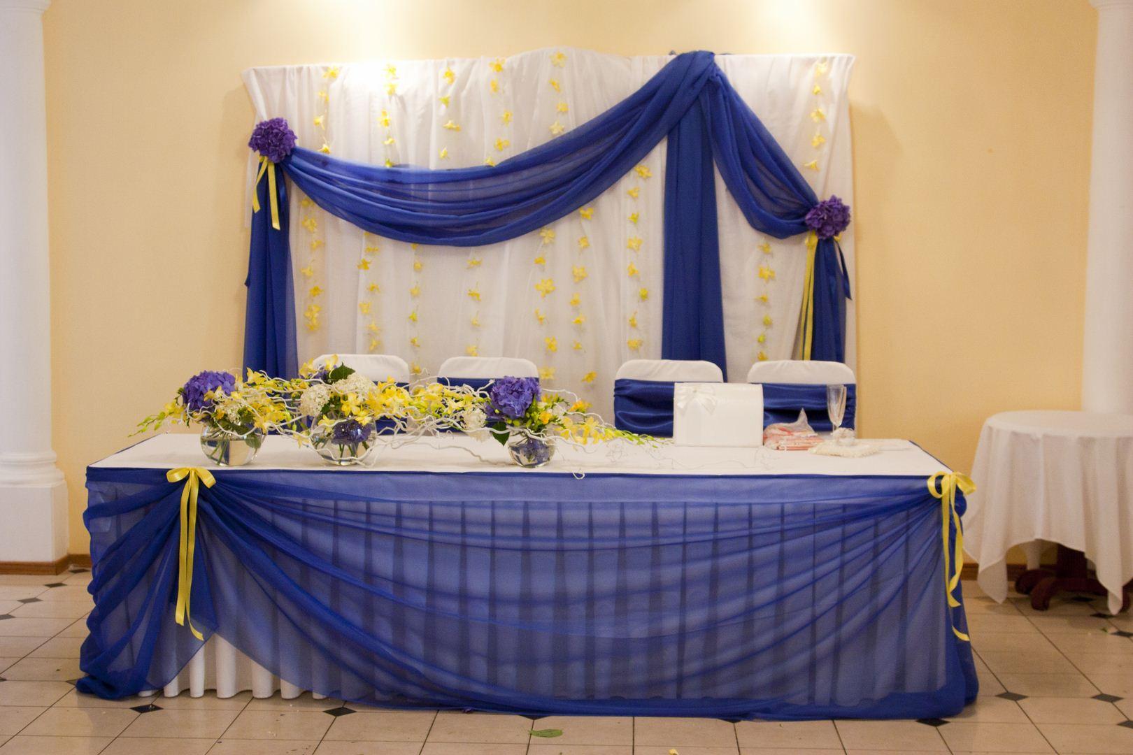 Фото оформления зала в желто синих цветах