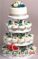 Белый свадебный торт и капкейки, украшенные желтыми и голубыми цветами. - фото 22 simik