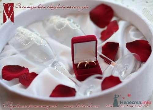 Именные свадебные бокалы со стразами Сваровски. - фото 3236 Невеста01
