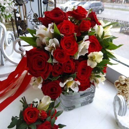 Классический красный букет невесты
