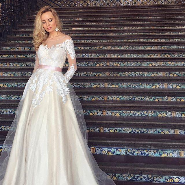 Платье, модель Mirey