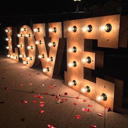 """Буквы с подсветкой """"LOVE"""" в аренду"""