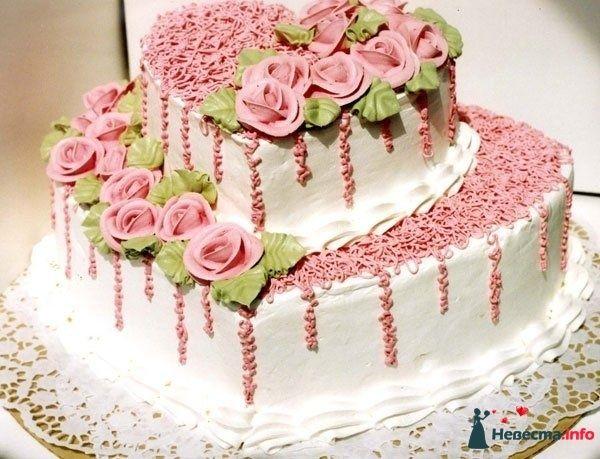 Двухъярусный свадебный торт,в белой мастике, выполненный в форме - фото 114163 Lustra