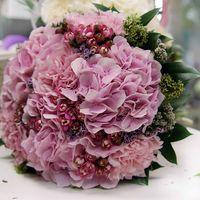 Роскошный, необычный, богатый, восхитительный - этот букет невесты из розовых гортензий и гвоздик