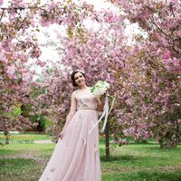 невеста, свадебное платье, букет невесты, яблоневый сад