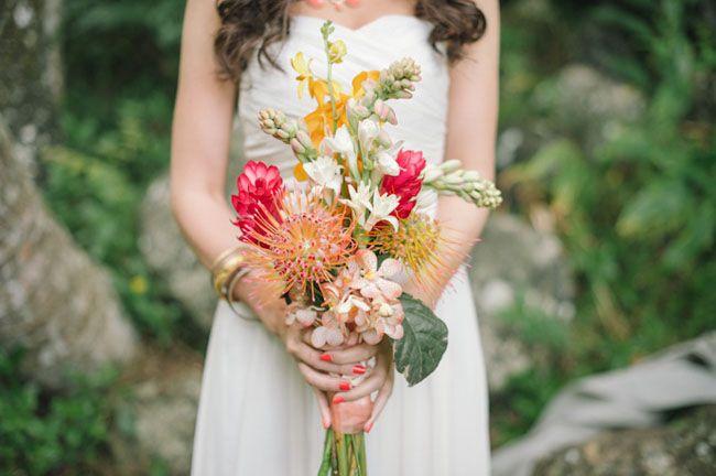 Магазин цветов, букет невесты для свадьбы в гавайском стиле