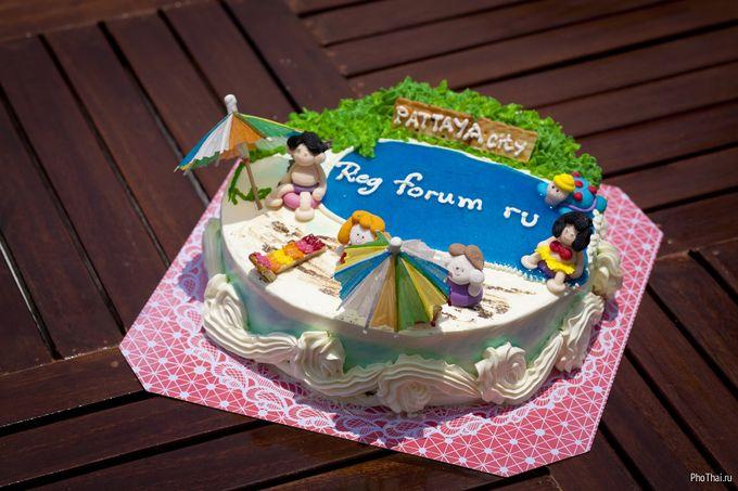 Свадебный торт в виде кровати фото