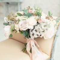 букет невесты, шелковые ленты, дельфиниум, розы
