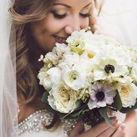 Букет невесты из пионов, роз Дэвид Остина, анемонов и ранункулюсов