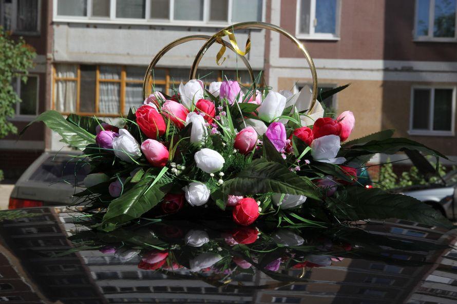 Стойка из колец в окружении розово- белых тюльпанов. - фото 1010995 Фотограф Сергей Семенов