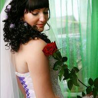 Свадьба была с сиреневыми оттенками, поэтому в моём платье сиреневая шнуровка