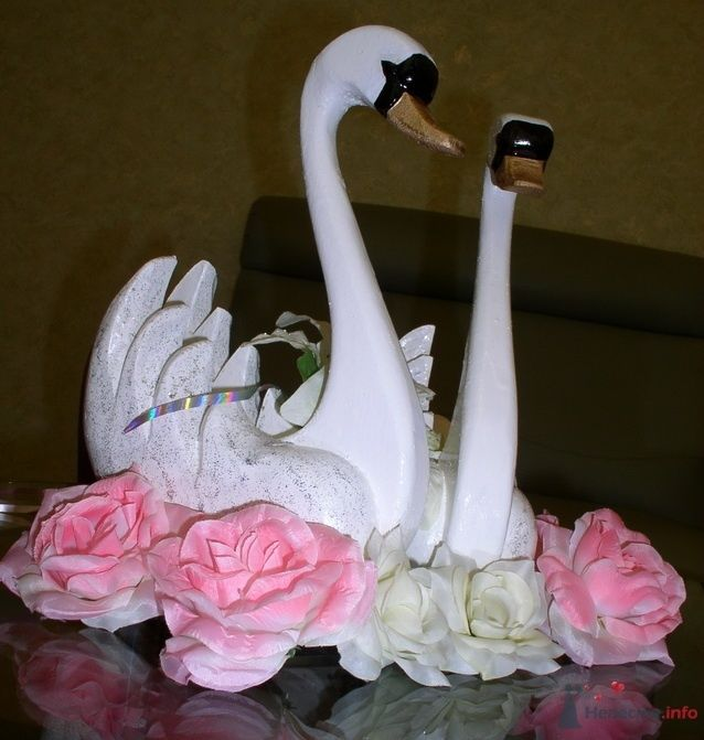 Лебеди (4000руб.) тел. для покупки:8-951-86-88-187 - фото 67052 Украшения на свадебные авто