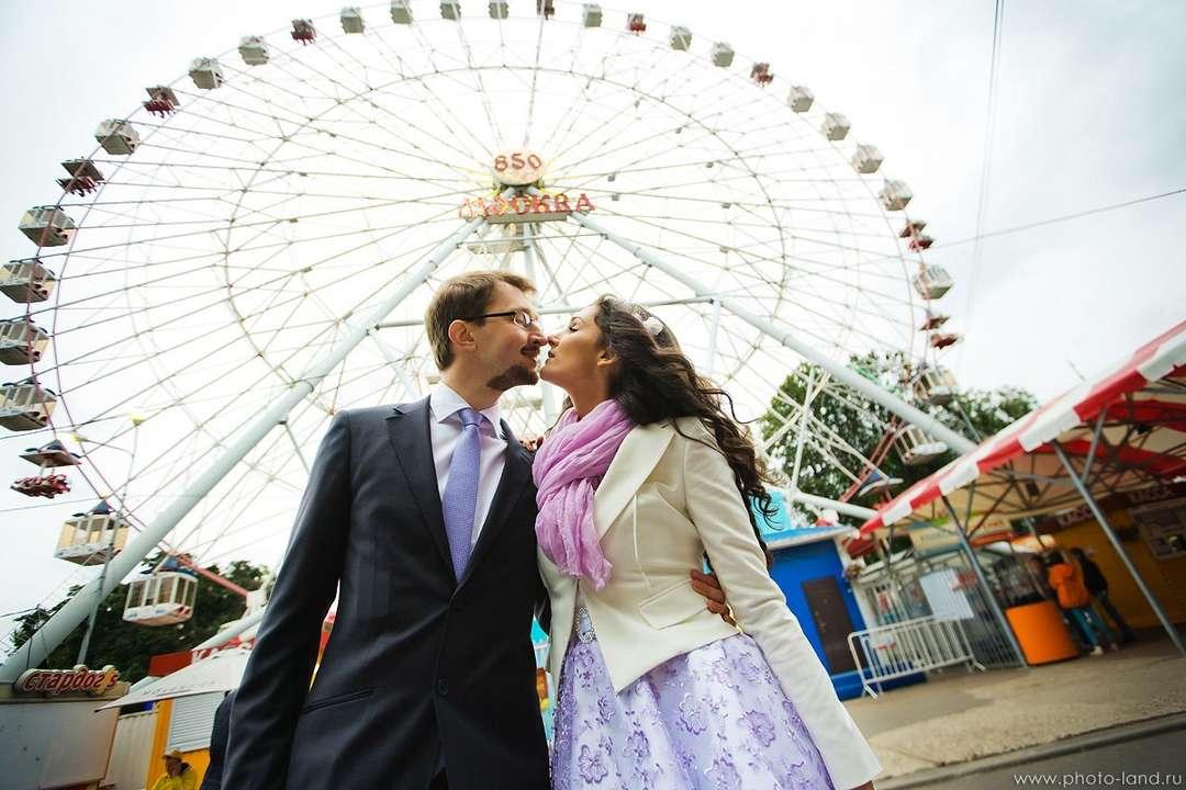 носок свадебная фотосессия в парке аттракционов побережье италии