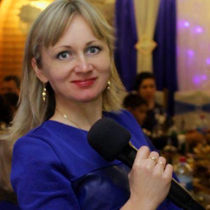 Яркая и позитивная ведущая Руслана
