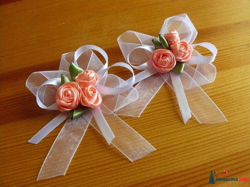 Бутоньерки для гостей на свадьбу из лент бантики