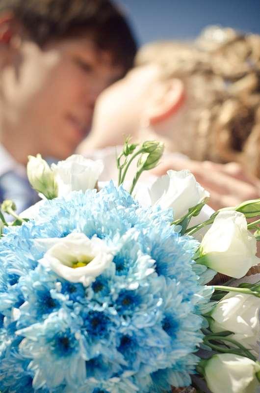 Бело-голубой букет невесты из эустом и астр - фото 636095 Фотограф Ахонько Алексей