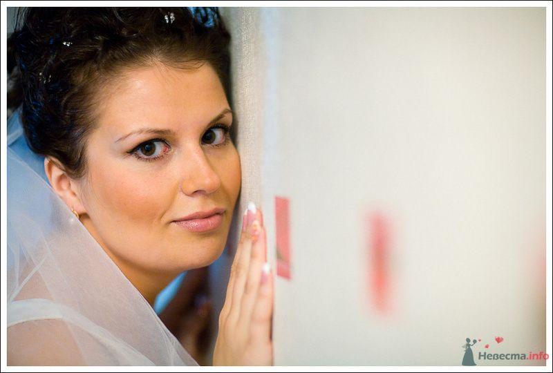 Свадебная прическа, в Греческом стиле, состоящая из завитых прядей собранных в косу  и украшенная диадемой - фото 76162 Дуэт фотогрфов Никифоров Костя и Гордеев Сергей