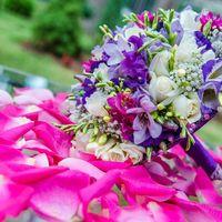 Мой букет! в розово-сиреневых тонах из роз, фрезий, эустом и фиалок