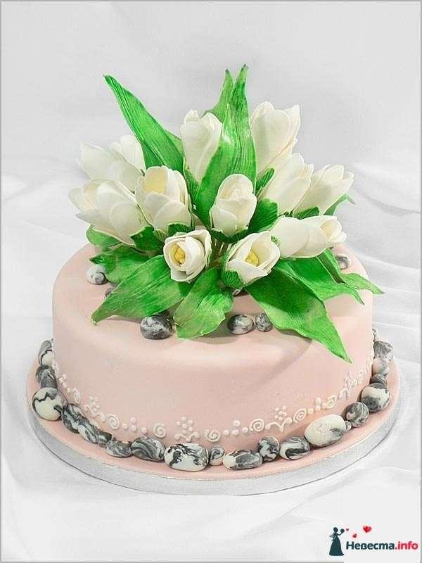 Свадебный торт, украшенный розовой мастикой и сахарными цветами - фото 83101 Ленусечка