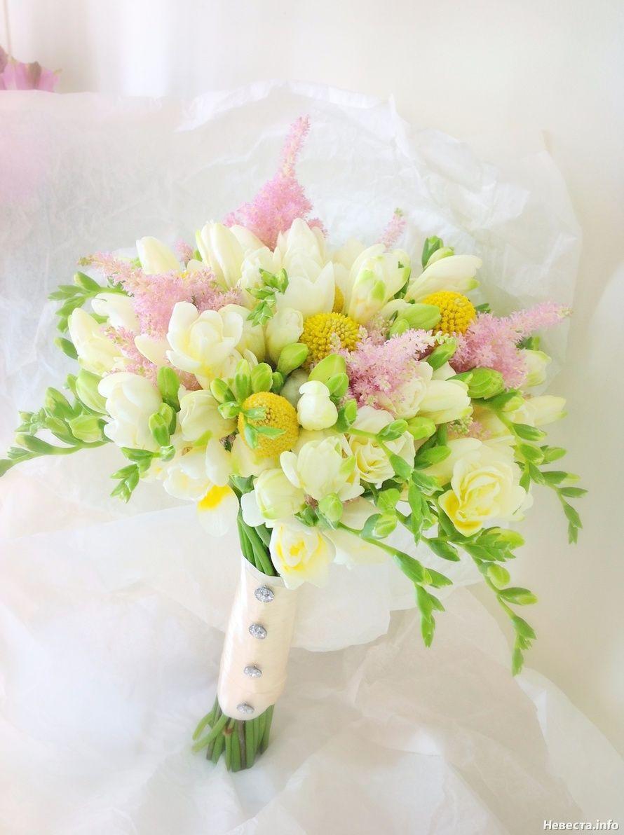Фрезии цветы в букете