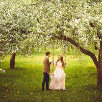 Свадьба в мае. Свадьба в цветочном стиле. Качели. Цветущий яблоневый сад. Природа. Цветы. Жених и невеста. Эмоции. Портрет. Свадьба мечты. Романтика.