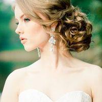 Свадебная прическа - низкий пучок  Фотограф - Анастасия Белик