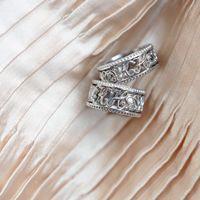 Кольца из нашей новой коллекции «Линия любви» созданные для наших. Кольца выполнены из белого золота, украшены черными и белыми бриллиантами, а основным акцентом являются инициалы молодоженов в винтажном стиле.