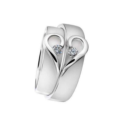 Обручальные кольца парные с половинками сердца