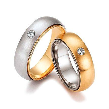 Матовые обручальные кольца из золота двух цветов с бриллиантами