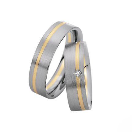 Матовые обручальные кольца с бриллиантом на заказ