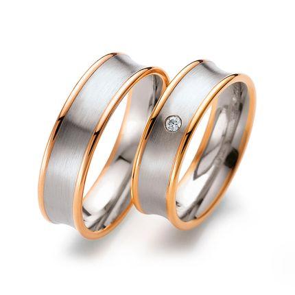 Матовые обручальные кольца из комбинированного золота с бриллиантом