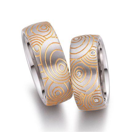 Матовые обручальные кольца с узором и бриллиантами на заказ