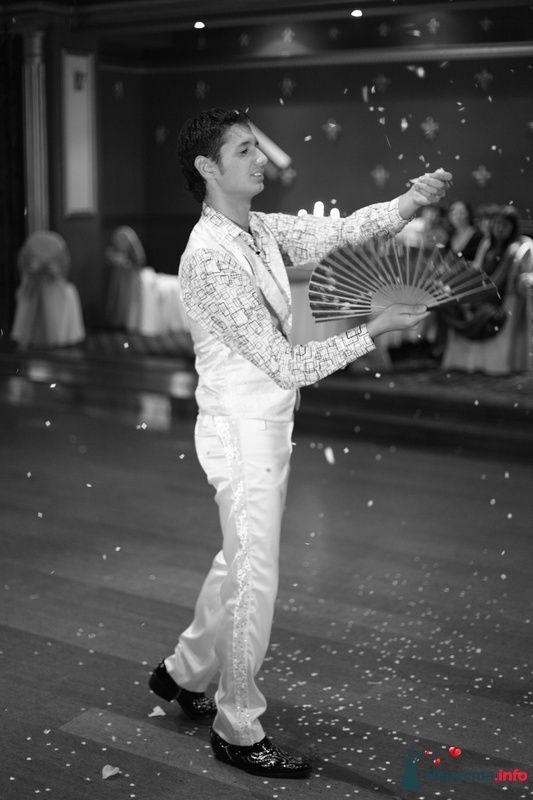 """Шоу """"Снег"""" - фото 111372 Ведущий-иллюзионист Дмитрий Вольный"""