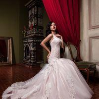 """Свадебное платье """"Мия""""  Фасон: рыбка Материал: кружево и фатин Шлейф: длинный, пристегивается (можно укоротить) Особенности: пуговки по спинке  Цвет: пудра, айвори, белый"""