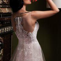 """Свадебное платье """"Лукия""""  Фасон: а-силуэт Материал: кружево и фатин Шлейф: длинный, пристегивается (можно укоротить) Особенности: пуговки по спинке Цвет: пудра, айвори, белый"""
