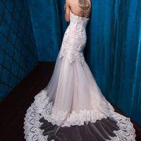 """Свадебное платье """"Арфея"""" Фасон: рыбка Материал: кружево, сетка Шлейф: длинный, пристегивается (можно укоротить) Особенности: пуговки по спинке или шнуровка Цвет: пудра, айвори, белый"""