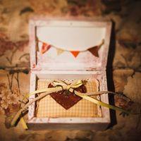 Шкатулка с кольцами на осенней свадьбе Марии и Алексея