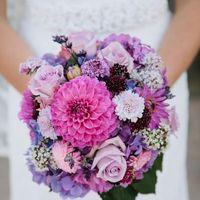 Сиренево-розовый букет невесты из астр, гортензий и роз