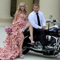 розовое короткое  свадебное платье со шлейфом