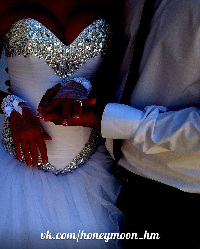 Свадебные платья со стразами и камнями