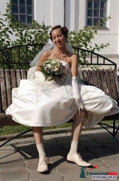 ах, какие ножки... и жениха то совсем не видно на заднем фоне ))) - фото 115899 Alenka88