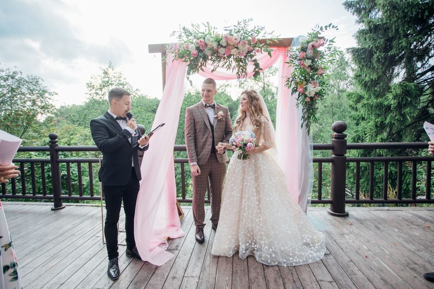 На стоимость час свадьбу ведущий за часов ориент sp стоимость