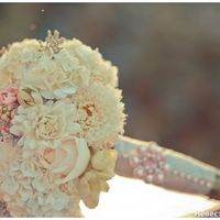 Нежный белый букет невесты из астр, гортензий и роз
